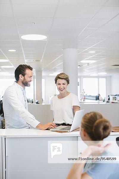Mensch Menschen arbeiten Büro