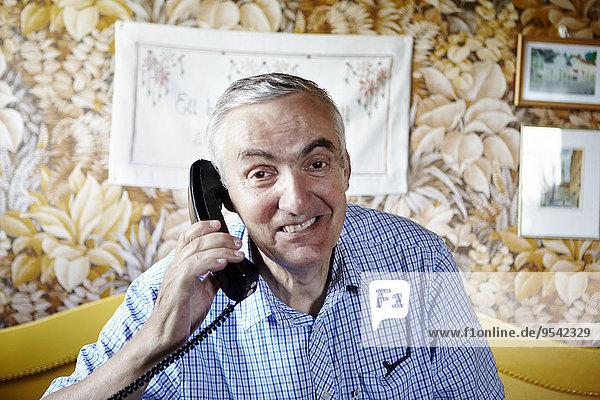 Senior Senioren Portrait Mann sprechen