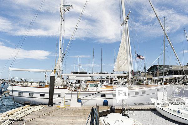 vertäut Dock Yacht