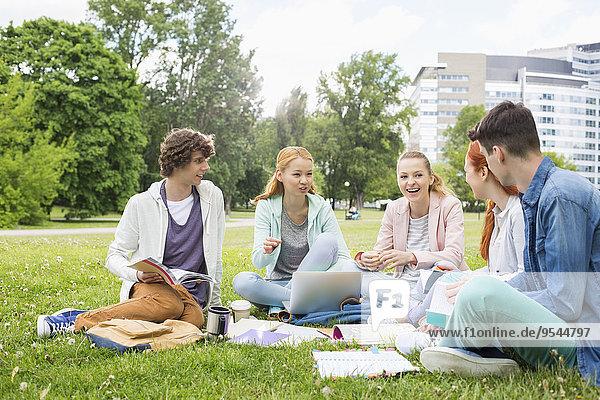 Zusammenhalt Freundschaft lernen Gras Universität