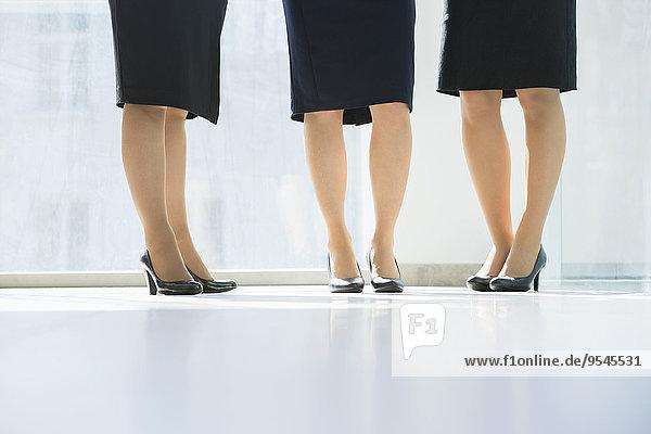 niedrig Anschnitt stehend Geschäftsfrau Büro