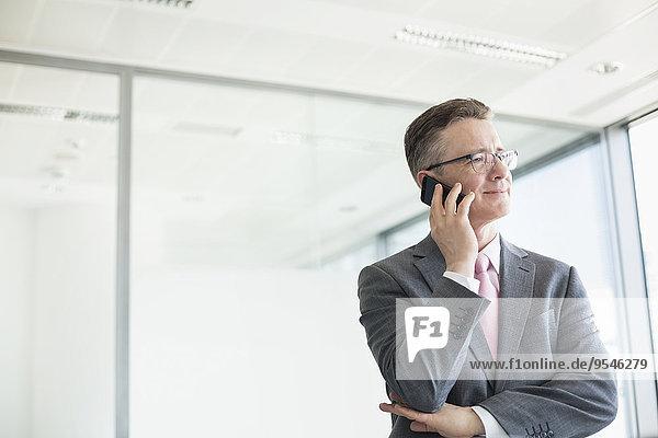 Geschäftsmann Mittlerer Ausschnitt reifer Erwachsene reife Erwachsene knöpfen