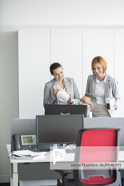 benutzen Computer Mensch Büro Menschen Business Mittagessen
