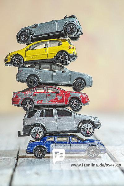 Stapel von alten Spielzeugautos Stapel von alten Spielzeugautos