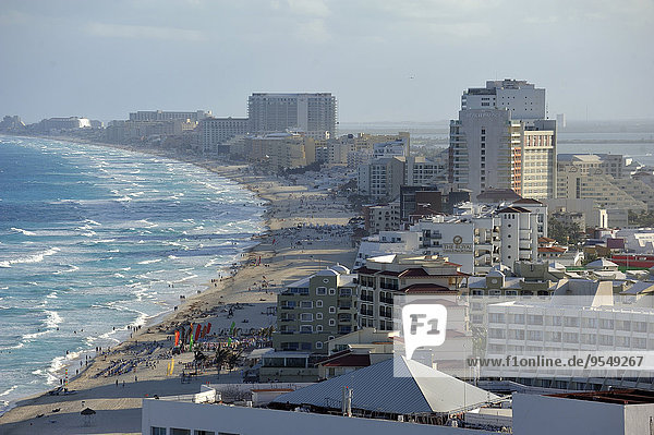 Mexico  Quintana Roo  Cancun  Cityscape with beach Chac Mol
