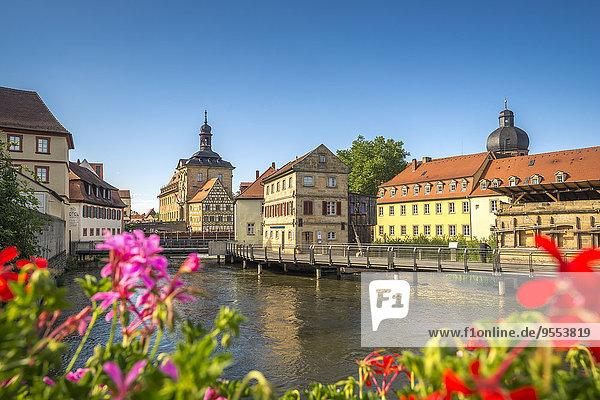 Deutschland  Bayern  Bamberg  Regnitz mit altem Rathaus