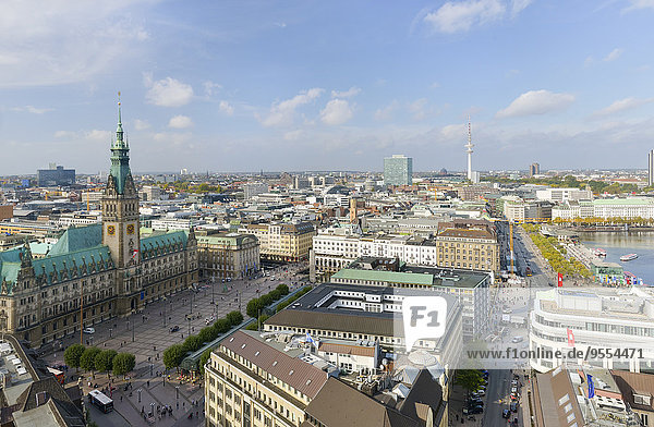 Germany  Hamburg  cityscape with city hall