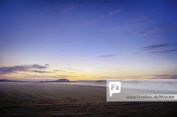 UK  Schottland  East Lothian  Haddington  Sonnenaufgang über Feld