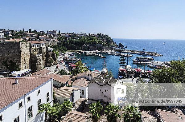 Türkei  Mittlerer Osten  Antalya  Kaleici  Blick auf Hafen und Altstadt