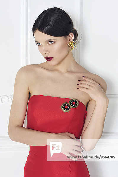 junge Frau junge Frauen Portrait rot Kleid
