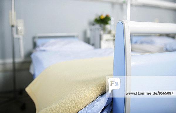 Ein leeres Krankenhausbett