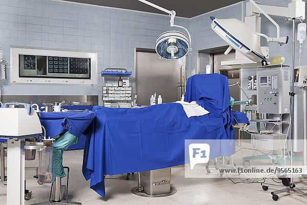 Ein Operationssaal in einem Krankenhaus