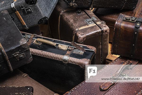 Vollbildaufnahme alter Koffer