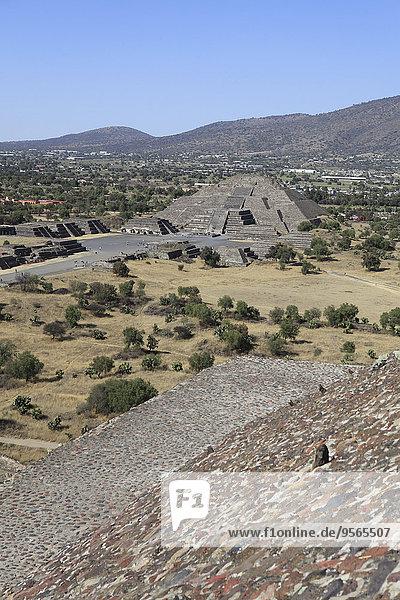 Teotihuacan-Pyramiden gegen klaren blauen Himmel
