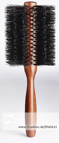 Nahaufnahme der Haarbürste vor weißem Hintergrund