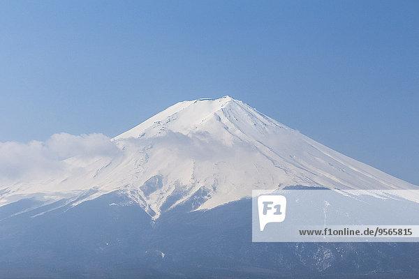 Blick auf den Berg Fuji gegen den klaren blauen Himmel