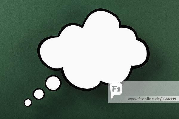 Leere Gedankenblase vor grünem Hintergrund