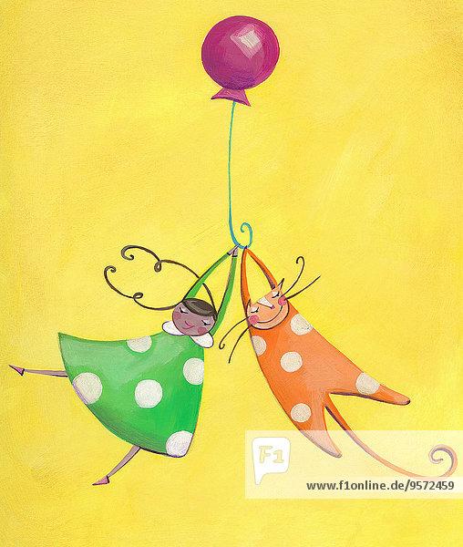 Mädchen und Katze spielen zusammen mit einem Ballon
