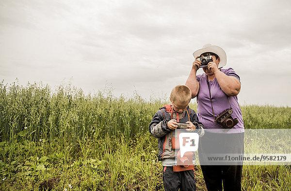 Ländliches Motiv ländliche Motive Europäer Fotografie nehmen Sohn Feld Mutter - Mensch