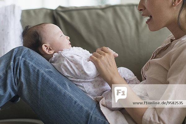 Zimmer Wohnzimmer Mutter - Mensch Baby spielen
