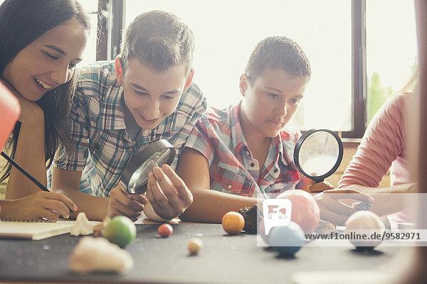 Modell Klassenzimmer Student Planet Untersuchung