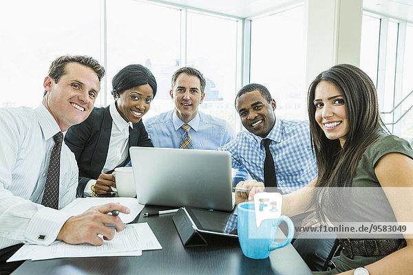 Mensch Menschen lächeln Geschäftsbesprechung Besuch Treffen trifft Business