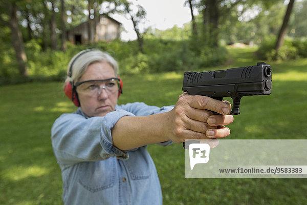 Europäer, Frau, üben, schießen, alt