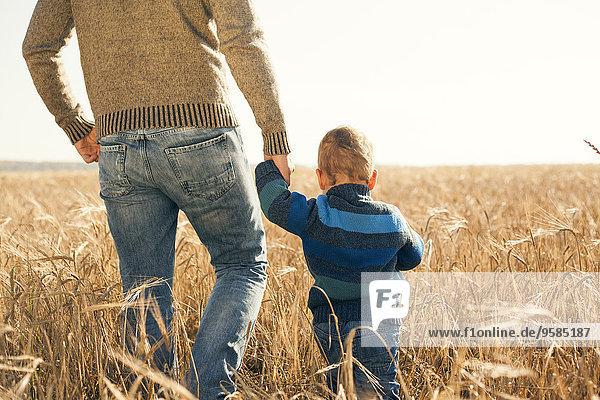 Ländliches Motiv ländliche Motive Europäer gehen Menschlicher Vater Sohn Feld