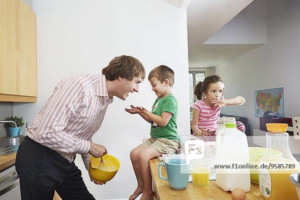 Menschlicher Vater Küche Produktion Frühstück