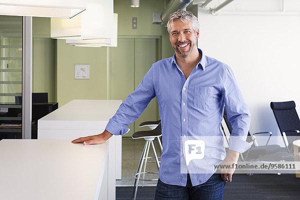 Europäer Geschäftsmann lächeln Büro