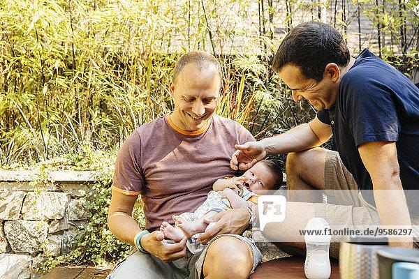 Europäer Junge - Person Bewunderung Garten Baby Hinterhof