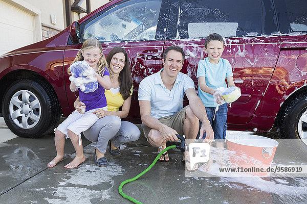 Europäer Auto waschen Fahrweg