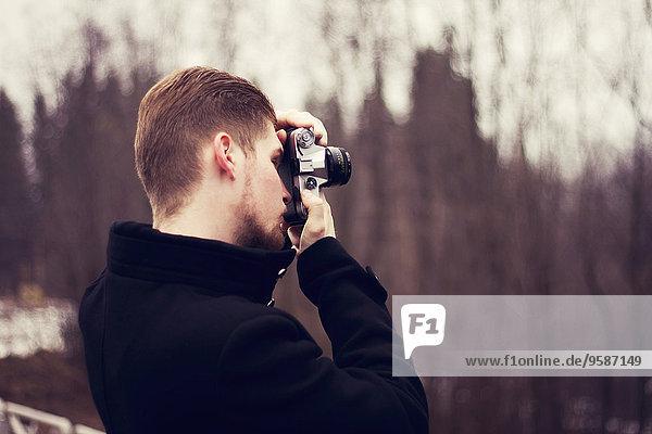 Außenaufnahme Europäer Mann Fotografie nehmen freie Natur