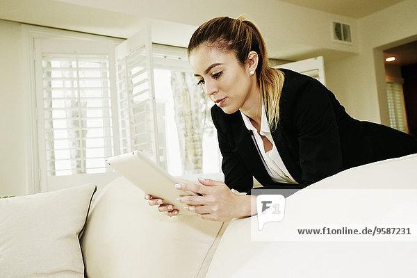 benutzen Europäer Geschäftsfrau Couch Tablet PC benutzen,Europäer,Geschäftsfrau,Couch,Tablet PC