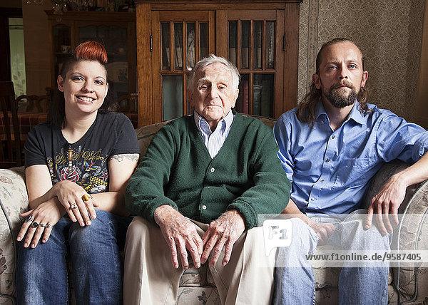 Europäer Mann Couch lächeln alt