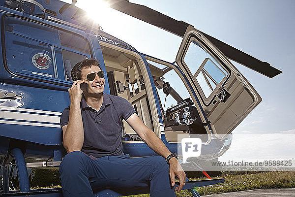 Deutschland  Bayern  Landshut  Hubschrauberpilot per Handy