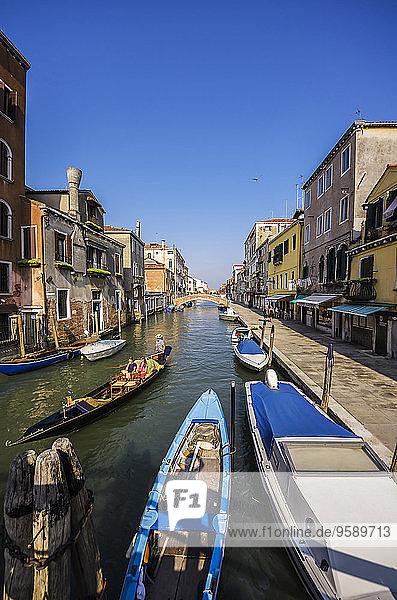 Italien  Venetien  Venedig  Kanal im Bezirk Cannaregio  Gondelbahn