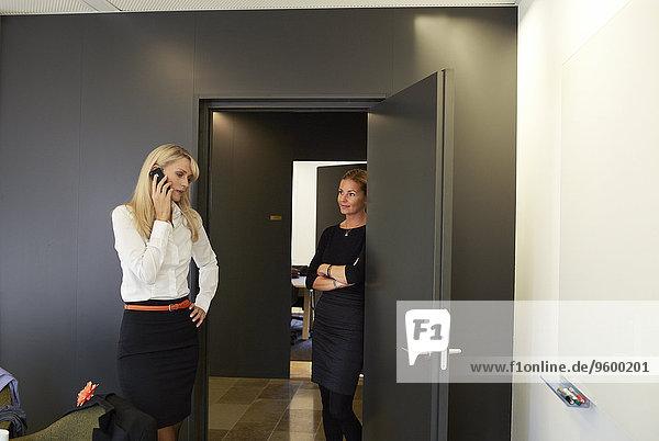 Frau Büro 2