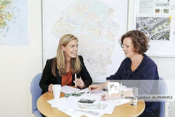 Frau Geschäftsbesprechung Besuch Treffen trifft Business
