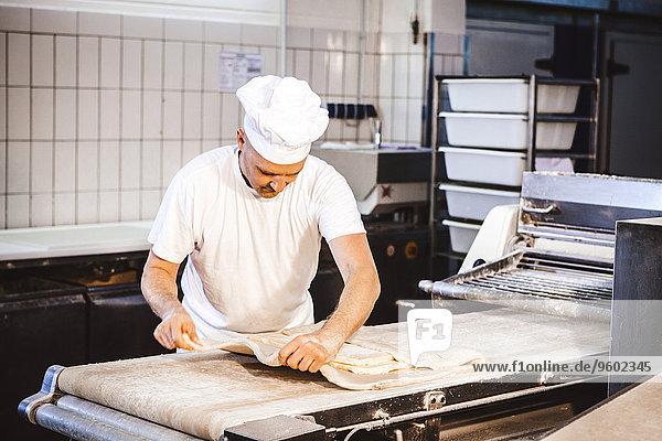 kneten Bäckerei Konditor Teig Gebäck