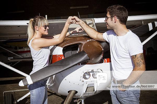 Flugzeug Vorbereitung jung Start Propeller