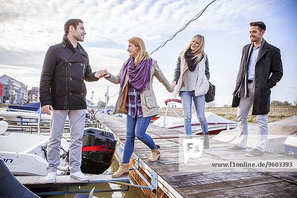 Fischereihafen Fischerhafen reinkommen Freundschaft Motorboot
