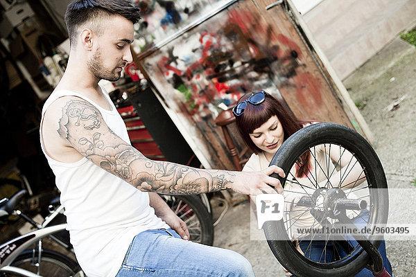 jung Fahrrad Rad reparieren