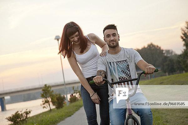 Außenaufnahme jung Fahrrad Rad BMX freie Natur