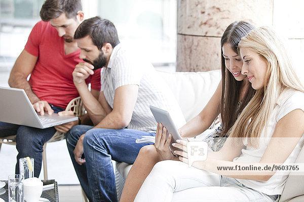 benutzen Notebook Cafe Student Tablet PC Universität