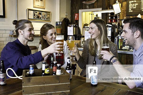 Freundschaft Bier Kneipe