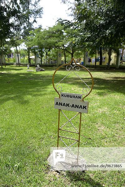 Indonesien  Banda Aceh  Gemeinschaftsgrab für die Opfer des Tsunami 2004