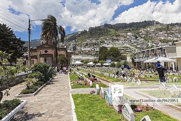 Ecuador  Quito  Kindergräber auf dem Friedhof