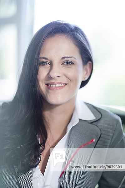 Porträt einer selbstbewussten Geschäftsfrau im Amt