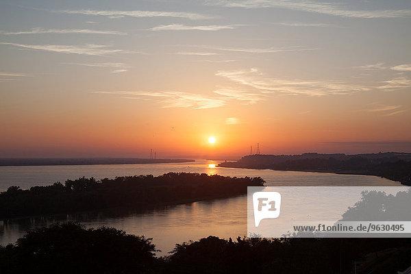 Sonnenuntergang über dem Fluss  Santa Fe  Argentinien
